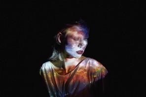 Direction artistique conceptuelle et photographie par Gem Fletcher