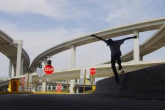 Urban Isolation, une vidéo de skate originale par Russell Houghten